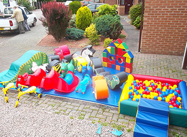 inflatable soft play & ball pool